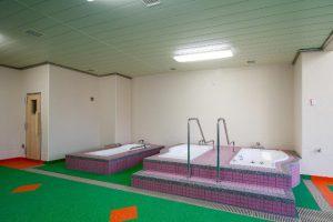 温泉プール内に併設する設備